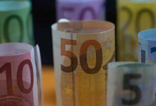 Επίδομα στήριξης ύψους 400 ευρώ σε δικηγόρους, μηχανικούς και οικονομολόγους