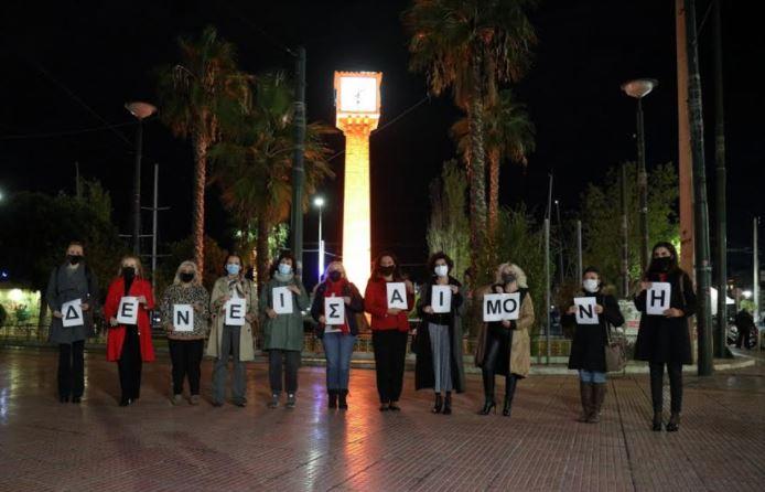 Πασαλιμάνι: Το Πέτρινο Ρολόι φωτίστηκε πορτοκαλί για την καταπολέμηση της ενδοοικογενειακής βίας