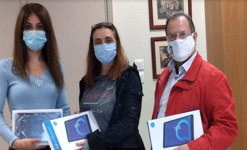 Πειραιάς: Ο δήμος προσφέρει 1000 tablet σε όλα τα σχολεία της πόλης