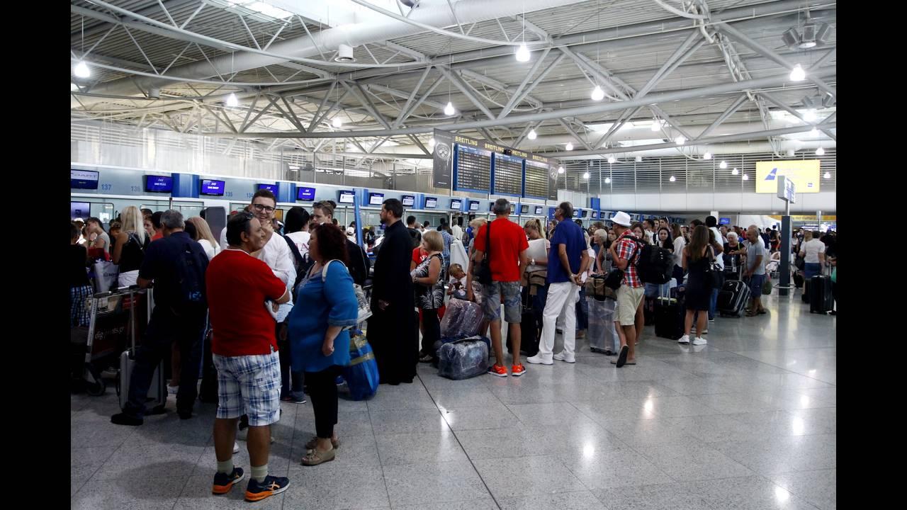 ΕΚΠΟΙΖΩ: Συνεχίζεται το χάος με τα ταξιδιωτικά κουπόνια