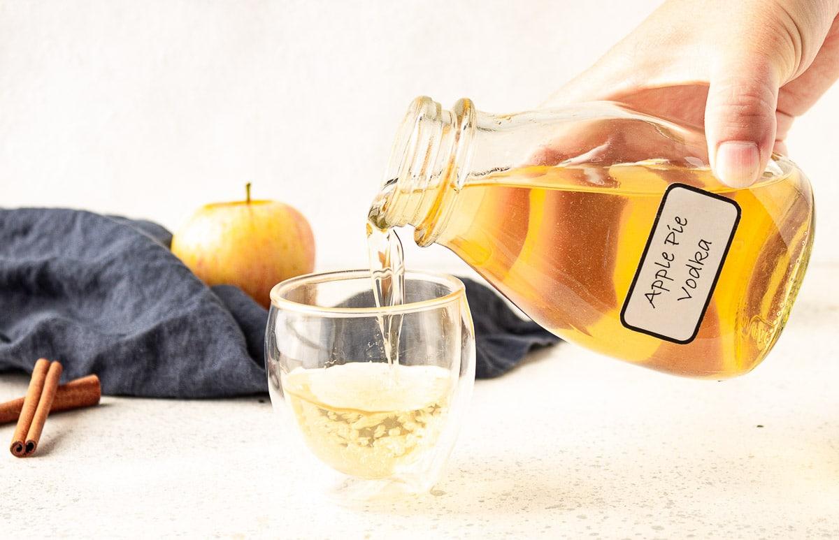 Συνταγή για Βότκα με γεύση μήλο: Το τέλειο ποτό για όλες τις στιγμές!