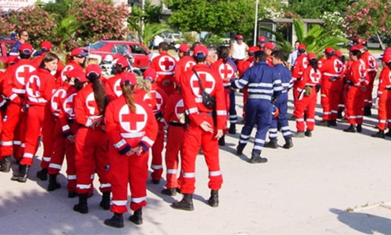 Πειραιάς: Ο Ελληνικός Ερυθρός Σταυρός κοντά στους άστεγους