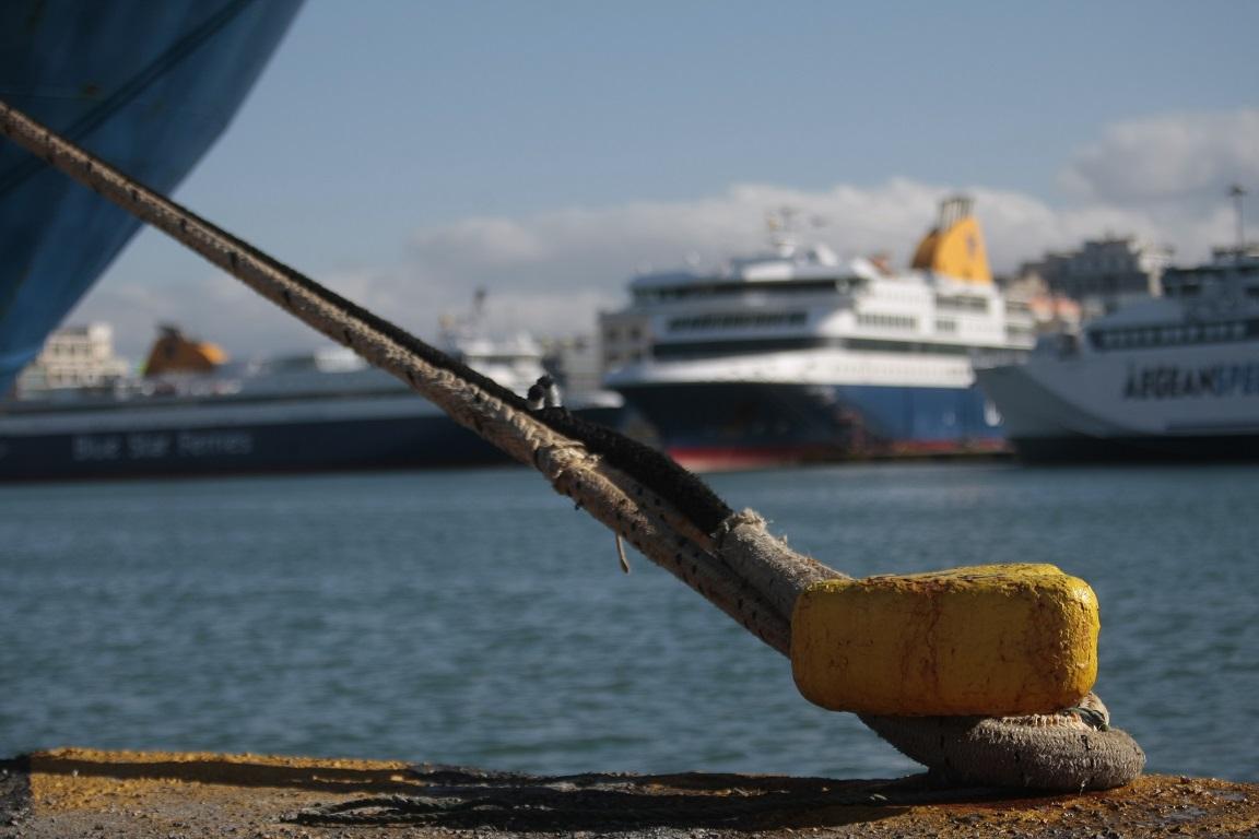 Λιμάνι Πειραιά: Συλλήψεις για όπλα και ναρκωτικά στον μετά από αιματηρή συμπλοκή