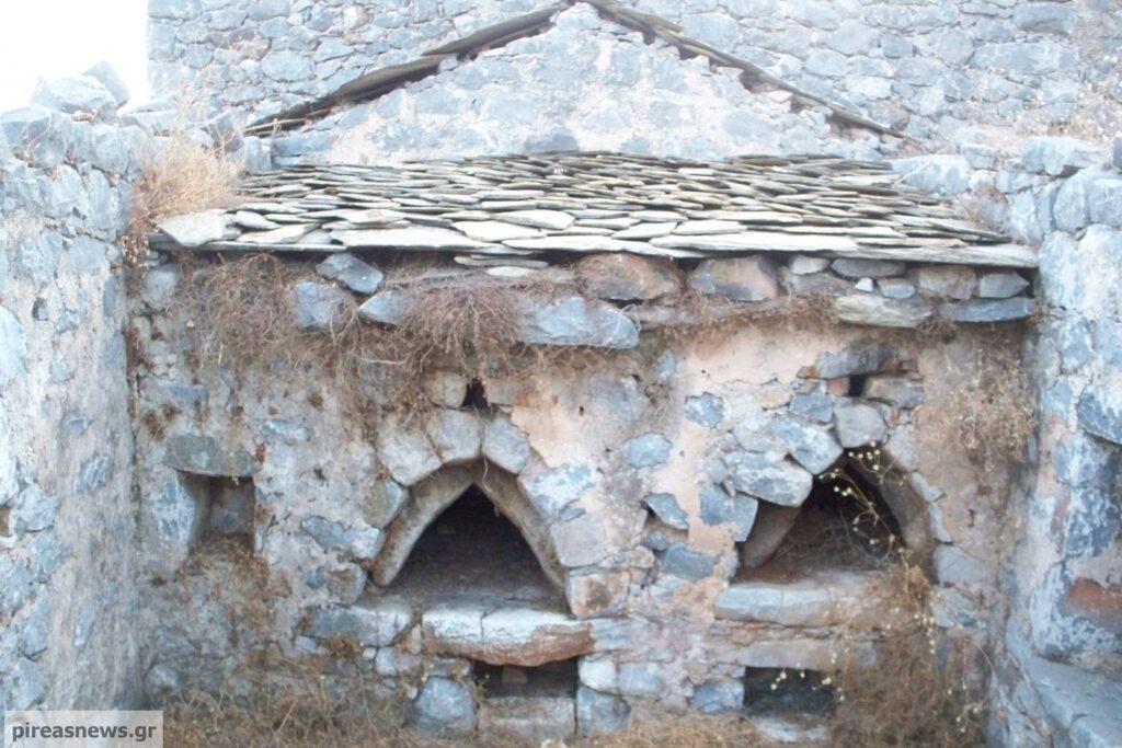 Μάνη: Η Ιστορική Μονή της οικογενείας Καλλέργη στο χωριό Γωνέα