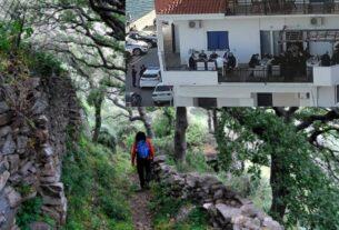 Την ώρα που ο Μητσοτάκης ήταν σε κορονο-γεύμα στην Ικαρία, πολίτης πληρώνει πρόστιμο 5.000 ευρώ γιατί διοργάνωσε πεζοπορία!