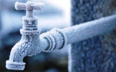 Χρήσιμες συμβουλές για να μην παγώσουν οι σωλήνες του νερού από τις χαμηλές θερμοκρασίες
