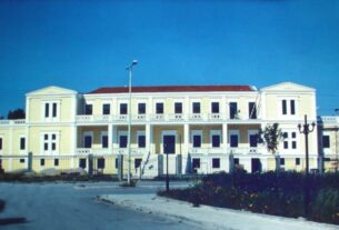 Δήμος Σαλαμίνας: Ο Γιάννης Τσαβαρής καταγγέλλει απευθείας αναθέσεις στο Λιμενικό Ταμείο