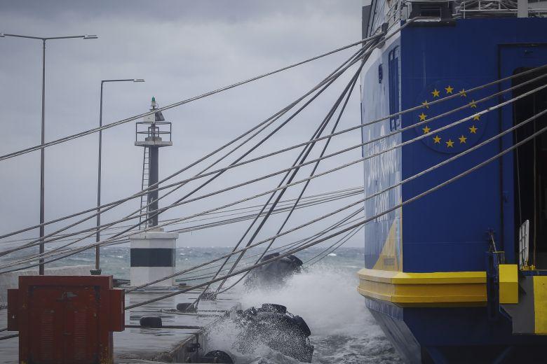 Προβλήματα στην ακτοπλοΐα από τους ισχυρούς ανέμους – Τα απαγορευτικά