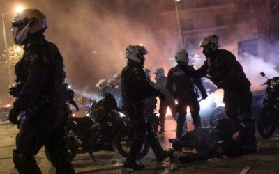 Επεισόδια Νέα Σμύρνη: Στα χέρια της ΕΛΑΣ και ο «Ινδιάνος» που έριξε από το μηχανάκι τον αστυνομικό