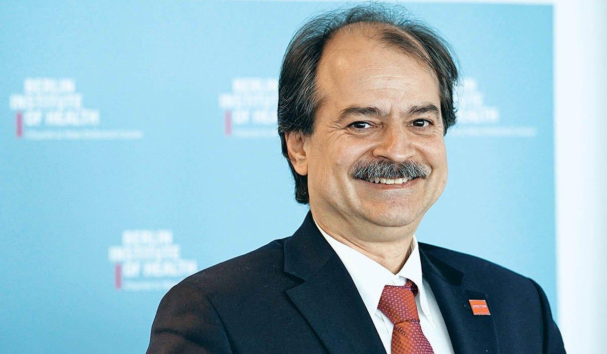 Καθηγητής Ιωαννίδης: Αφού τον συκοφάντησαν ως ψεκασμένο, το Μαξίμου τώρα υιοθετεί όσα έλεγε