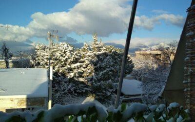 Καιρός 25/3: Χιόνι ρίχνει αυτήν την ώρα στο κέντρο της Αθήνας