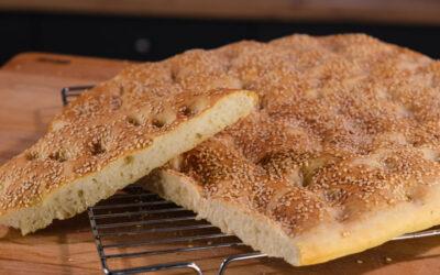 Συνταγή για παραδοσιακή Λαγάνα με ταχίνι αντί για ελαιόλαδο