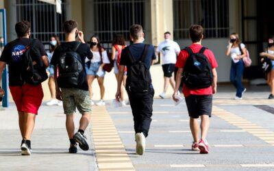 Άρση Lockdown: «Στοίχημα» για την κυβέρνηση το άνοιγμα των σχολείων και της εστίασης