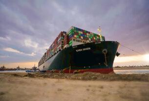 Μικρές οι συνέπειες για το λιμάνι του Πειραιά από την προσάραξη του Ever Given