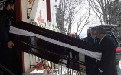 Γιώργος Καραϊβάζ: Σε κλίμα οδύνης η κηδεία του (video)