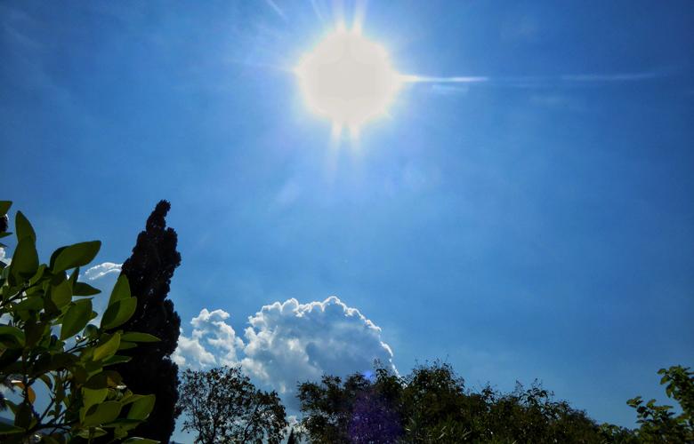 Καιρός Μεγάλη Εβδομάδα: Καλοκαίρι με 30άρια και σκόνη