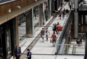 Πειραιάς: Πότε ανοίγουν Λύκεια, malls, πρακτορεία ΟΠΑΠ και κέντρα αισθητικής
