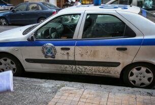 Φάληρο: Επίθεση αγνώστων σε περιπολικό – Τραυματίστηκε αστυνομικός