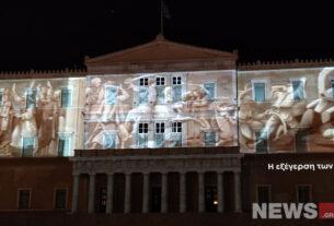 Εντυπωσιακή η φωταγώγηση της Βουλής για τα 200 χρόνια από την Επανάσταση του '21