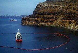 Sea Diamond: Μολύνει τον βυθό της Σαντορίνης εδώ και 14 χρόνια!