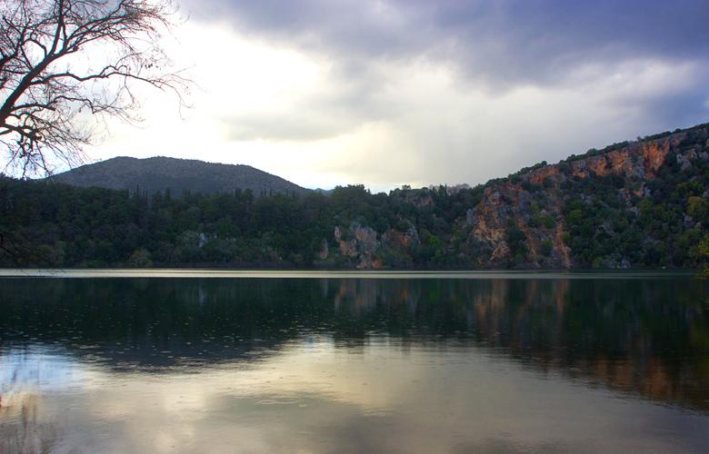 Λίμνη Ζηρού: Η άγνωστη λίμνη της Ελλάδας που κάποτε ήταν σπήλαιο που κατέρρευσε