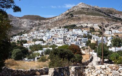 Απείρανθος: Το χωριό των Κυκλάδων που ξεχωρίζει γιατί έχει κάτι από Κρήτη