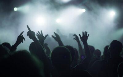 Κορονοπάρτυ: Διαδικτυακά καλέσματα για παράνομα πάρτυ σε βίλες και AirBnb