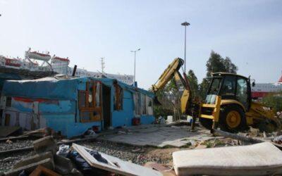 Δήμος Πειραιά: Απομακρύνθηκαν παράνομα διαμένοντες στον χώρο του παλιού σιδηροδρομικού σταθμού Αγίου Διονυσίου