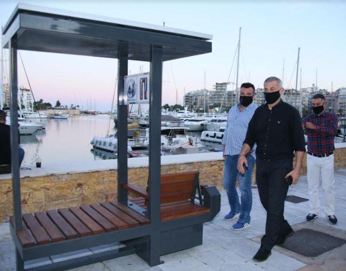 Πειραιάς: Ο Δήμος τοποθέτησε τα πρώτα «έξυπνα» ενεργειακά παγκάκια υποστήριξης ΑμεΑ