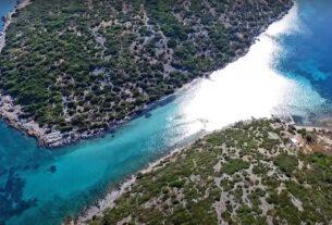 Κασονήσι: Μια άγνωστη γαλάζια λίμνη στην Ελλάδα (video)