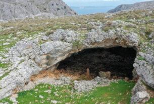 Χαμόσπηλος: Η άγνωστη σπηλιά στην Χίο με την παράξενη ιστορία-video