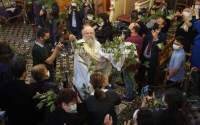 """Έγινε η πρώτη Ανάσταση από τον """"ιπτάμενο ιερέα"""" που γίνεται viral κάθε χρόνο-video"""