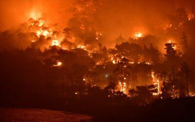 Γιατί γέμισε ο Πειραιάς στάχτες: Ποια η σχέση με φωτιά σε Σχίνο Κορινθίας, Αλεποχώρι [video]