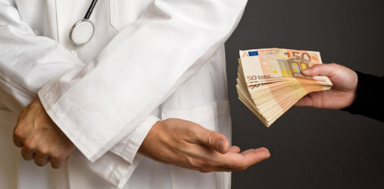 Γυναικολόγος διευθυντής στο «Έλενα» εκβίαζε έγκυο για 500 ευρώ!