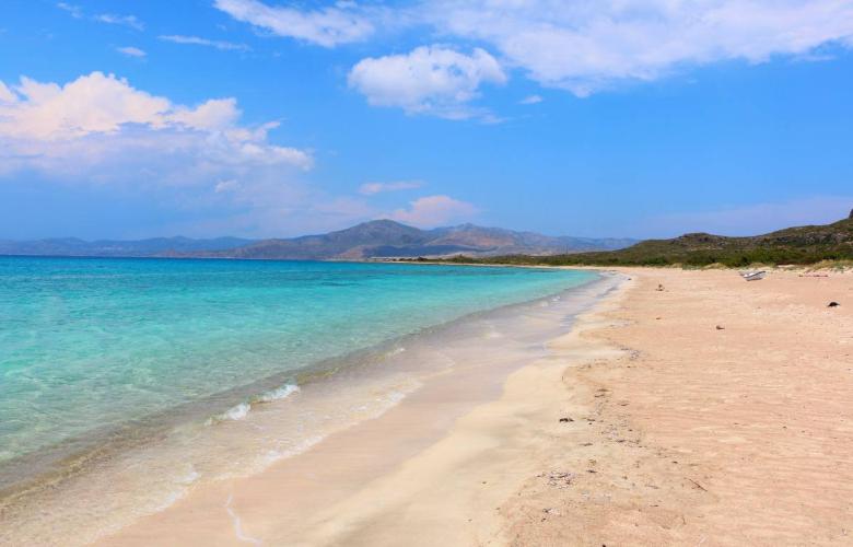 «Λιμνίτσα»: Η παραλία στην Ελαφόνησο που σου θυμίζει εξωτικό προορισμό (video)