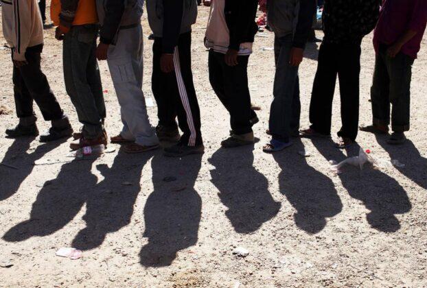 """Νέο εργασιακό νομοσχέδιο με όρους """"ΓΑΛΕΡΑΣ"""": Καταργείται το 8ωρο, έρχονται η φθηνότερη εργασία και οι απολύσεις"""