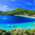Σκόπελος: Το νησί με τις εξωτικές παραλίες-video