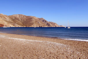 Έριστος: H παραλία της Τήλου για τους εναλλακτικούς