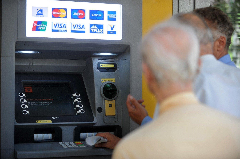 Βίντεο-Ντοκουμέντο: Έτσι σας κλέβουν την κάρτα στο ATM, χωρίς να τους καταλάβετε!