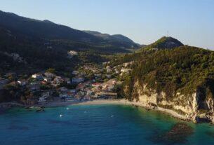 Λευκάδα: Το νησί με τις εξωτικές παραλίες και τα τιρκουάζ νερά (video)