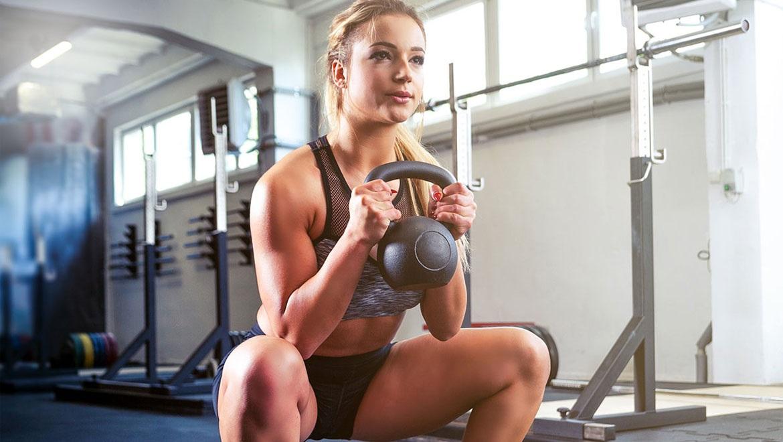 Kettlebell: Δείτε πως θα γυμνάσετε όλο το σώμα με αυτές τις ασκήσεις (video)