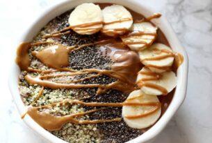 Smoothie bowl με φυστικοβούτυρο για να ξεκινήσετε την ημέρα σας με τον καλύτερο τρόπο!