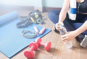 Aναπλήρωση των υγρών και άσκηση: Πόσο συχνά πρέπει να πίνεις νερό όταν αθλείσαι
