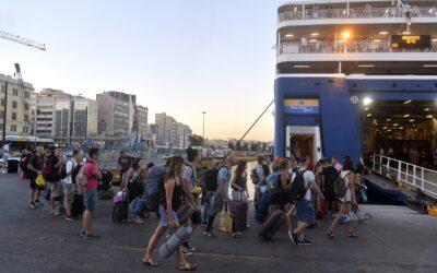 Αυξημένη η κίνηση στο λιμάνι του Πειραιά– Πώς ταξιδεύουμε πλέον με πλοίο