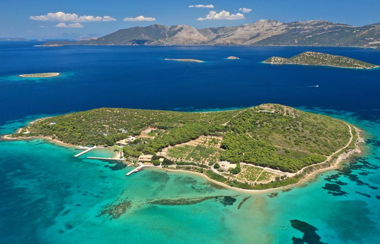 Πεταλιοί: Η παραλία που θυμίζει… Μαλδίβες και είναΠεταλιοί: Η παραλία που θυμίζει… Μαλδίβες και είναι δίπλα στην Αθήναι δίπλα στην Αθήνα