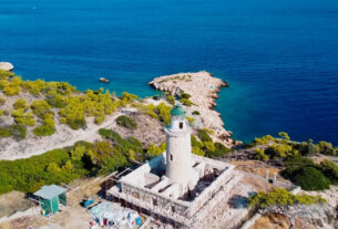 Κόγχη: Η μυστική παραλία στην Σαλαμίνα με τα κρυστάλλινα νερά (video)
