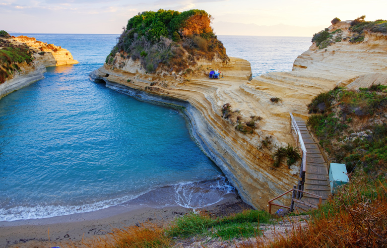 Ιόνιο Πέλαγος: Η παραλία της αγάπης για ελεύθερους και ζευγάρια
