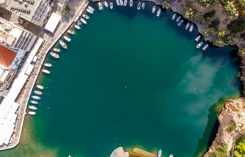 Κρήτη: Η λίμνη Βουλισμένη με τον ιδιαίτερο μύθο που τη συνοδεύει