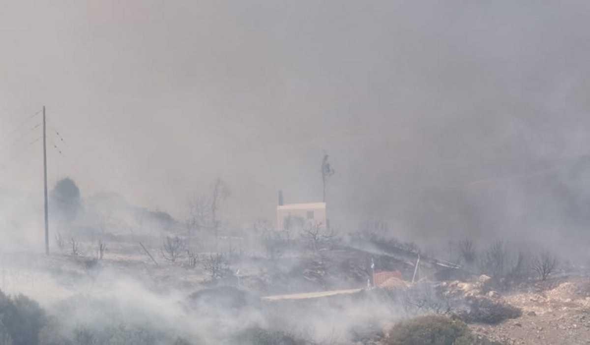 Μεγάλη φωτιά στην Πάρο! Καπνοί έχουν σκεπάσει το νησί (video)