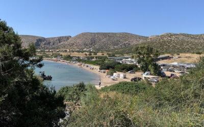 Χάρακας: Η παραλία της Αττικής που κάνει τη διαφορά